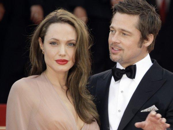 Анджелина Джоли и Брэд Питт официально оформили развелись