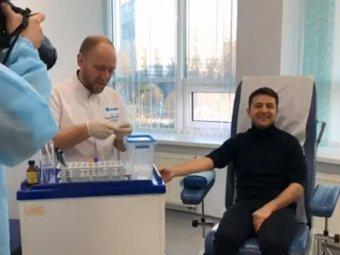 Зеленский в присутствии журналистов сдал кровь на наркотики и алкоголь (ВИДЕО)
