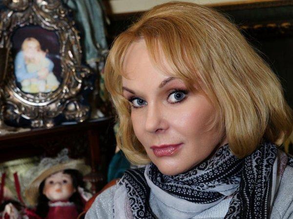 Подруге вдовы Евстигнеева пришло жуткое SMS накануне смерти актрисы
