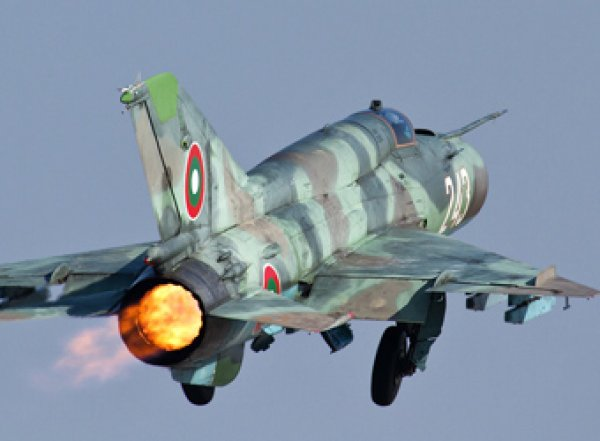 Видео налета МиГ-21 на аэропорт Митига в Ливии появилось в Сети