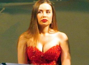Звезда Уральских пельменей Юлия Михалкова станет феей-крёстной для пятерых выпускниц