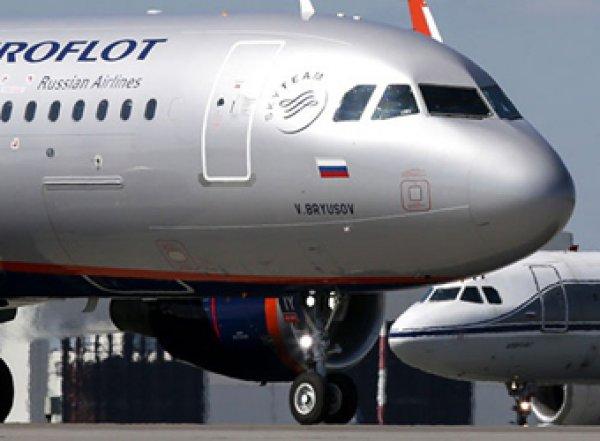В Новосибирске пассажир ворвался в самолет и избил пилотов
