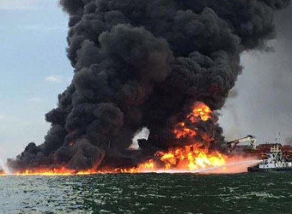 СМИ: в порту ОАЭ взорвались семь нефтяных танкеров
