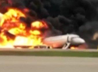 В Сети появилось полное видео жуткой посадки в Шереметьево SSJ-100