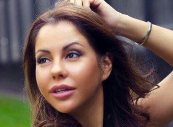 «В своем стиле»: Беркова явилась на открытие «Кинотавра» в «голом» платье без белья (ФОТО)