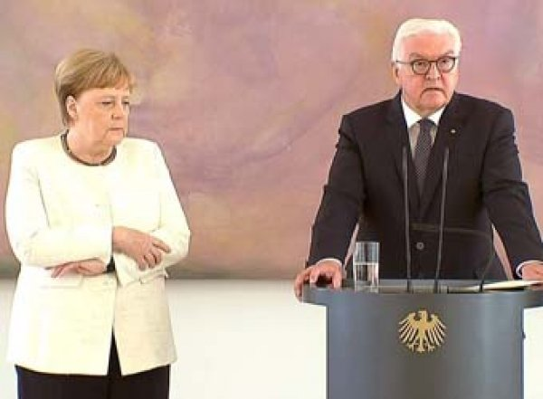 Врачи объяснили, отчего трясет Ангелу Меркель