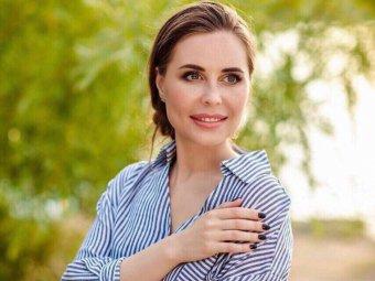 Самая прозрачная юбка в мире: полуголая Михалкова из Уральских пельменей завела фанатов (ФОТО)