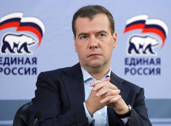 """Хамы из """"Единой России"""" возмутили Медведева"""