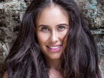 Лара Крофт без пестиков: звезду Уральских пельменей Илану Юрьеву сравнили с героиней Джоли