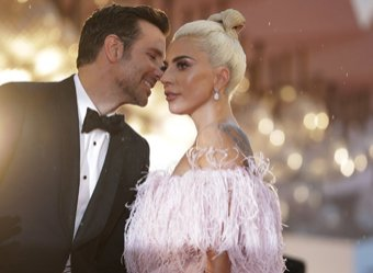 Беременная Леди Гага рассекретила любовника, попав на фото с поцелуем
