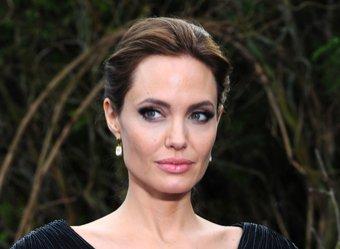 Анджелина Джоли вышла в свет с новой увеличенной грудью и без белья (ФОТО)