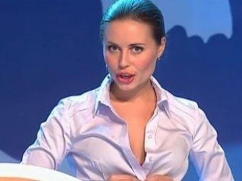 Михалкова из Уральских пельменей довела Сеть до экстаза видео в трусах и куртке на голое тело