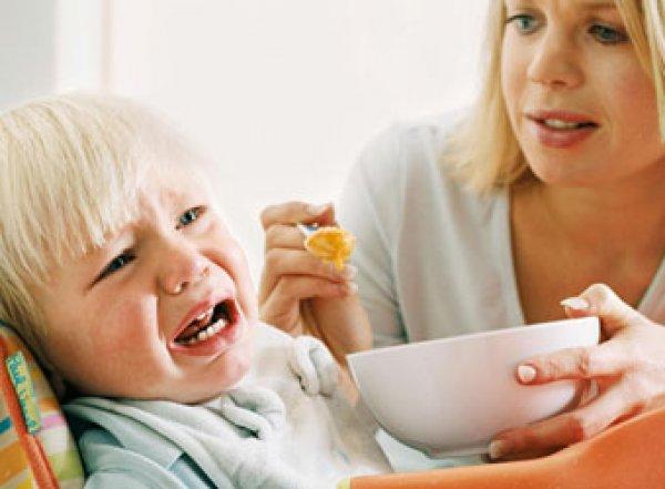 Медики рассказали, почему опасно заставлять детей доедать
