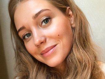 В фотошопе себя размножила: Асмус в компании сестричек-моднявок произвела фурор в Сети