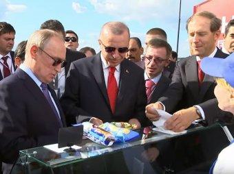 Сдачу отдайте министру: Путин на МАКСе купил мороженое у той же продавщицы, что и два года назад