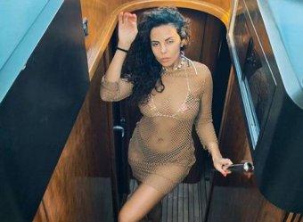Фото Насти Каменских в купальнике породило слухи о беременности певицы