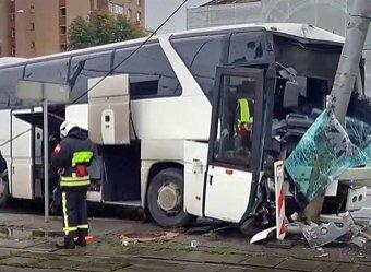 В Москве автобус врезался в столб, пострадали 15 туристов из Китая (ВИДЕО)