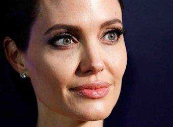 Джоли рассталась с сыном со слезами на глазах (ВИДЕО)