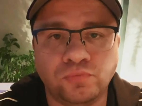 """""""Как я ем креветку"""": Гарик Харламов потроллил подписчиков странным видео"""