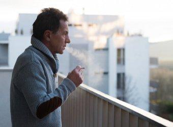 МЧС объяснило, кого накажут за курение на балконах и что грозит нарушителям