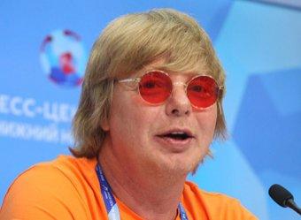 Волочкова курит в сторонке: иванушка Григорьев-Аполлонов восхитил Сеть шпагатом на видео