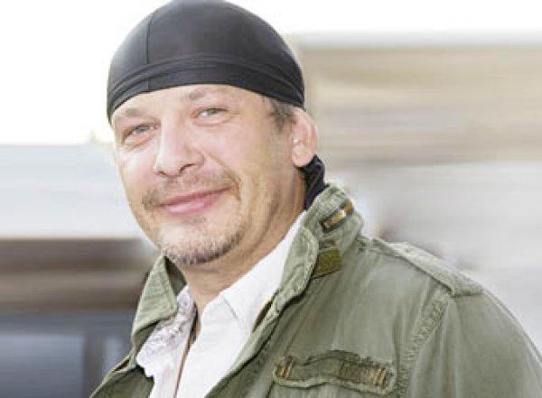 """""""Крики, вопли"""": семья мучительно умиравшего актера Марьянова грызется из-за его трех квартир"""