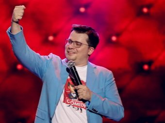 Баня, водка, робот Федор и лосось: Гарик Харламов добрался до шоу Голос (ВИДЕО)