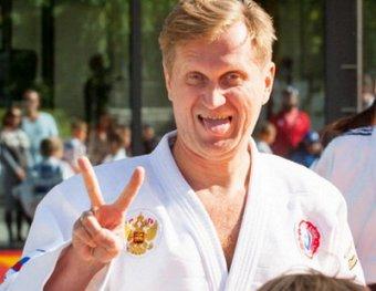 Рожков накидался и отменил гастроли: дети отметелили звезду Уральских пельменей (ВИДЕО)