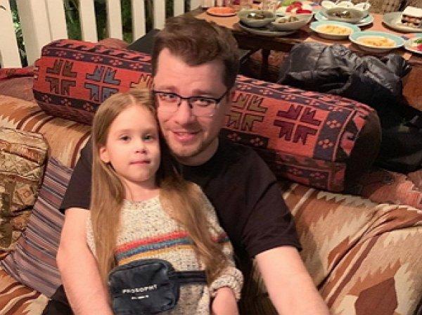 """""""Шедевр, можно на аукцион"""": Харламов выставил на суд фанатов портрет глазами дочери (ФОТО)"""