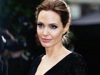 Анджелина Джоли снялась топлес для обложки модного журнала (ФОТО)