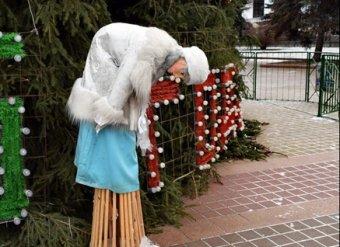 Дед Мороз нервно курит: Снегурочка из управления делами Президента РФ потрясла Сеть (ВИДЕО)