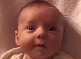 Вся жизнь в одном видео: отец снимал каждую неделю свою дочь 20 лет подряд