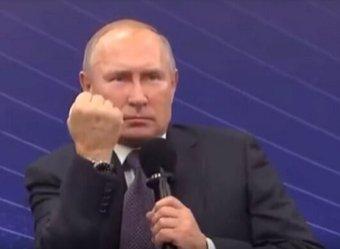 Кремль объяснил кулак Путина, показанный в ответ на просьбу о деньгах
