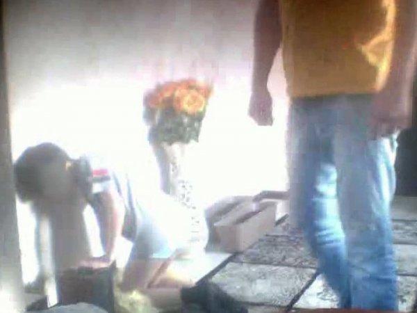 Опека вернула матери ребенка, которого отчим ставил на колени на гречку