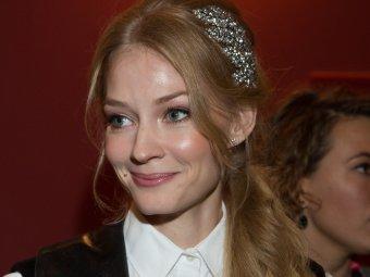 Хоп! Хей! Казачок!: Ходченкова неприлично задрала ногу на фото