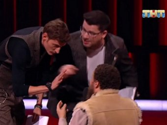 Нежно обработать соски: мастер-класс гостя Comedy Club довел осеменителя Харламова до истерики  (ВИДЕО)
