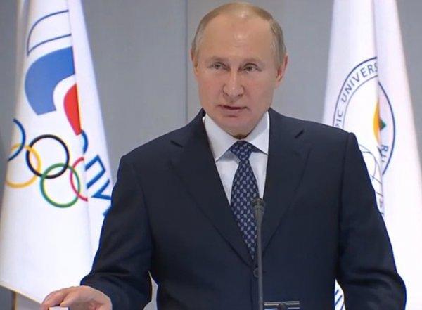 """""""Нервно смеется седой звукоинженер"""": конфуз с микрофоном Путина попал на видео"""