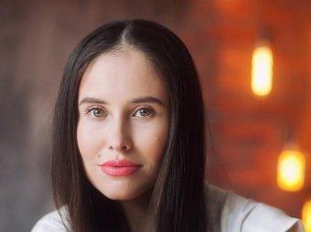 Изуродованная косметологами звезда Уральских пельменей Юрьева показала новое лицо на видео