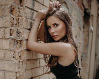 Главное не забыть трусы: покинув Уральские пельмени, Михалкова засветилась на фото без юбки
