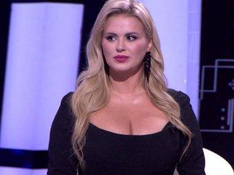 Анна Семенович призналась в редкой болезни, раскрыв тайну своей большой груди