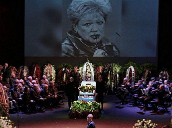 На похоронах Галины Волчек Наине Ельциной стало плохо