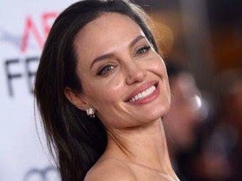 Фото подурневшей Анджелины Джоли напугали пользователей Сети