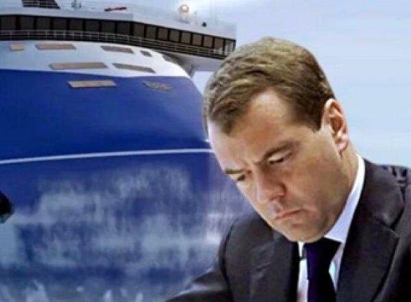 Стало известно, на что Медведев распорядился потратить 127 млрд рублей перед своей отставкой
