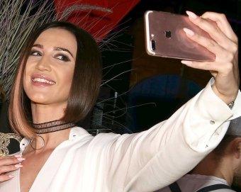 Огромные лужайки: Бузова шокировала фанатов жуткими проплешинами на голове (ФОТО)