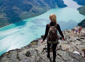 Названы лучшие места для путешествий для одиночек
