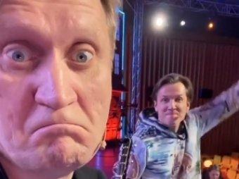 Рожков засветил на видео из гримерки звезду Уральских пельменей Юрьеву в неприличном виде