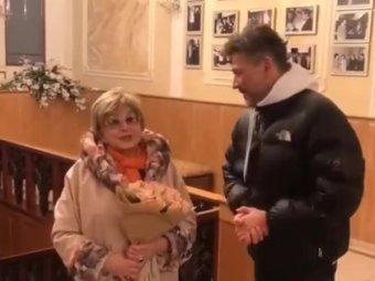 Ангелина Вовк пришла в ЗАГС с молодым избранником