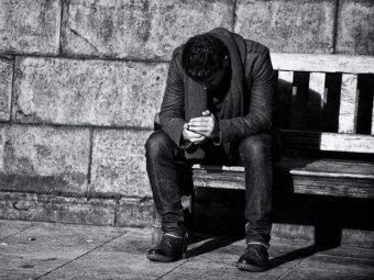 Ученые назвали самый несчастливый возраст в жизни человека