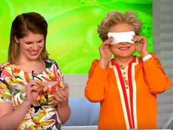 Защита от коронавируса: Малышева с прокладкой на глазах стала мэмом в Сети (ВИДЕО)