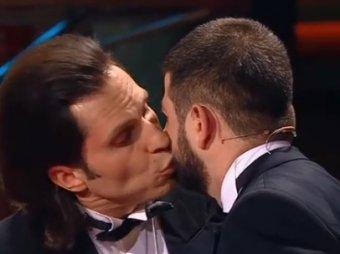 Голубятня: страстные поцелуи Реввы и Галустяна в Comedy Club взорвали Сеть (ВИДЕО)